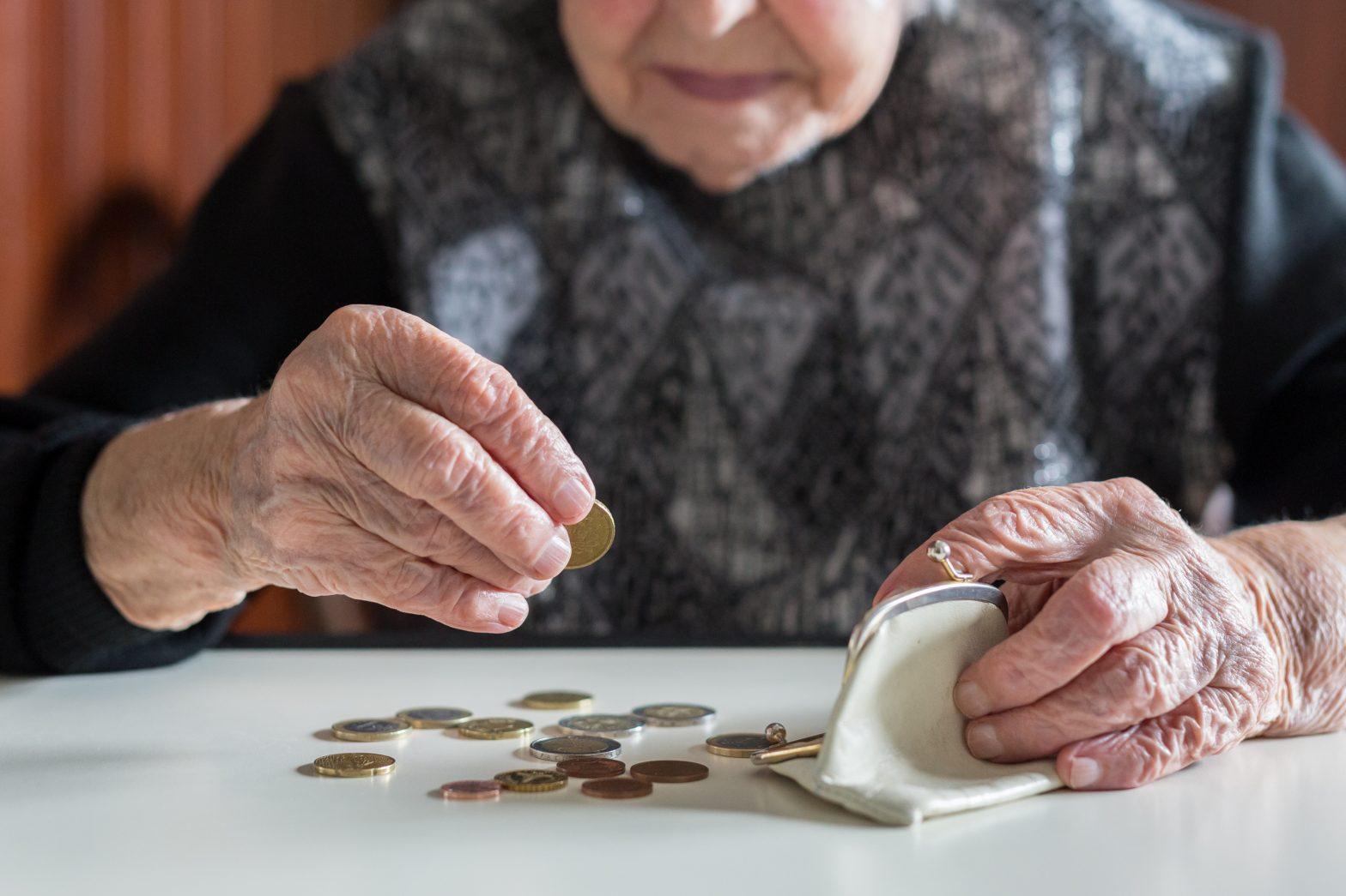 Presiunea pe sistemul public de pensii crește în toată Europa, iar pentru generațiile mai tinere pensia riscă să ajungă mai degrabă simbolică. FOTO: Shutterstock