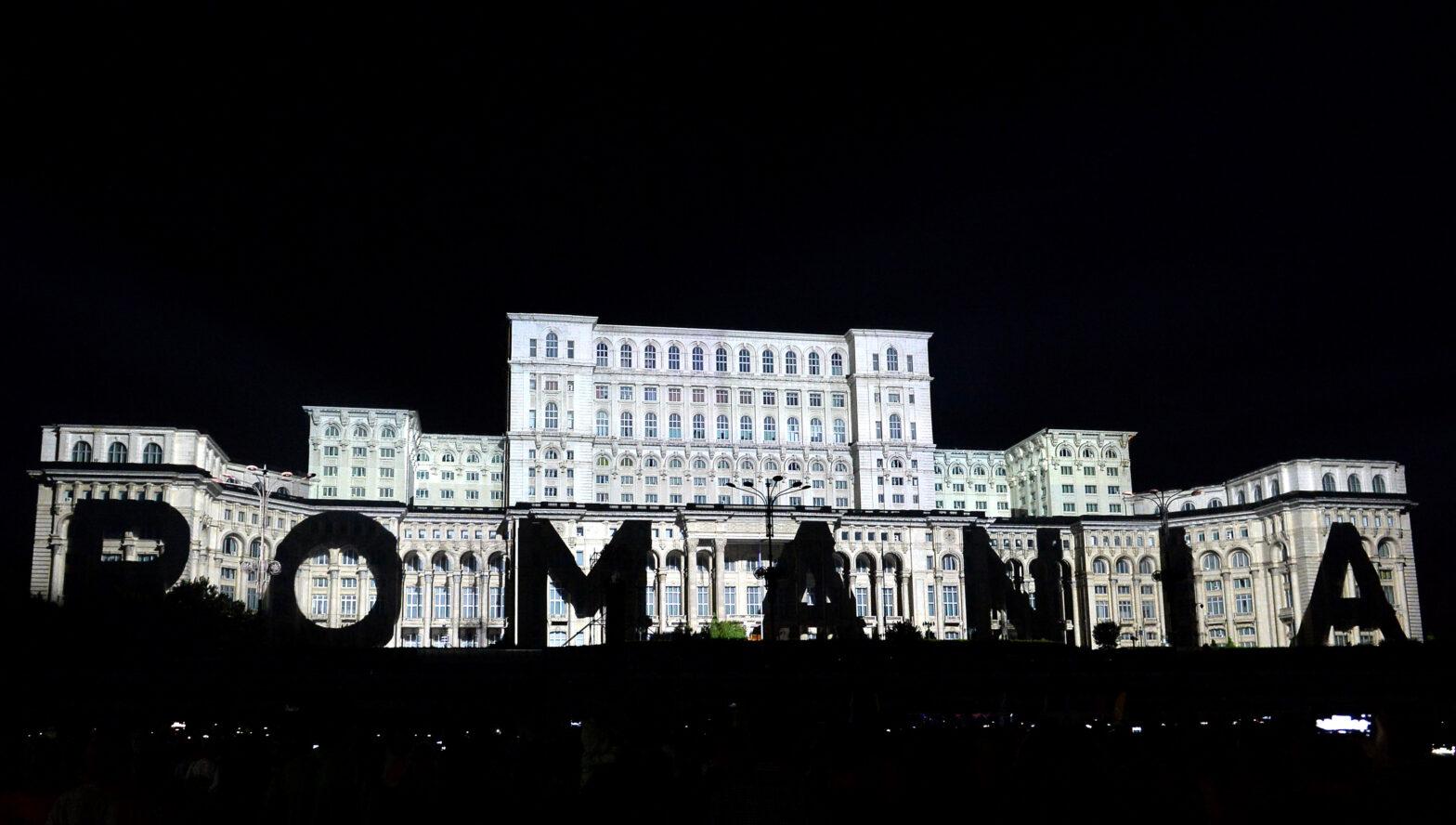 Datoria Publică. Palatul Parlamentului, în timpul festivalului de proiecții iMap, ediția 2018. FOTO: Simion Mechno / Agerpres Foto