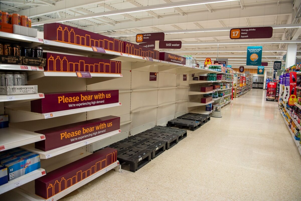 Supplies of sparkling water continue to be interrupted across the food and drinks market. Sainsbury's Supermarket had a good supply of food in their store today. Some lines are still being impacted upon by supply chain issues including bottled water and carbonated drinks such as cola due a shortage of carbon dioxide Sainsbury's Supermarket Food Supply Chain, Taplow, Buckinghamshire, UK - 19 Sep 2021,Image: 632856425, License: Rights-managed, Restrictions: , Model Release: no, Credit line: Profimedia